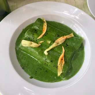 Cannelloni with spinach sauce